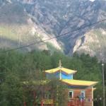Дацан у подножия горы